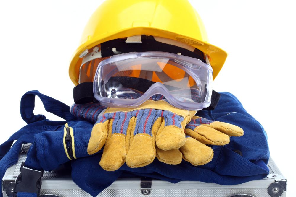 atrybuty pracownika czyli kask rekawice stroj roboczy