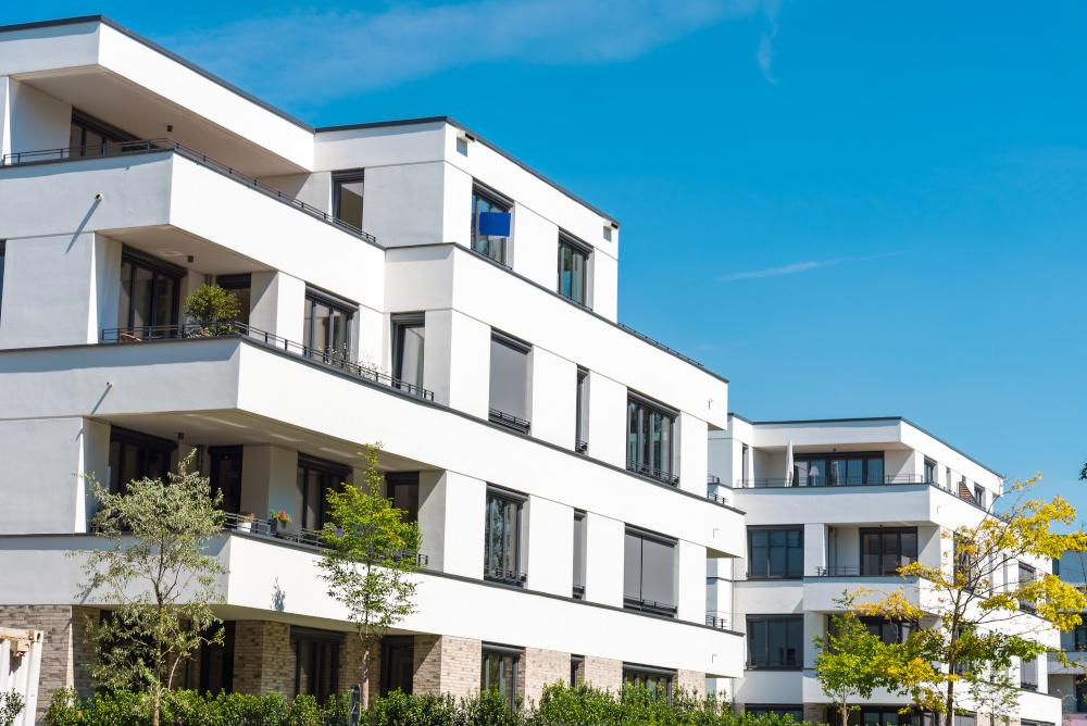 biale nowoczesne apartamenty