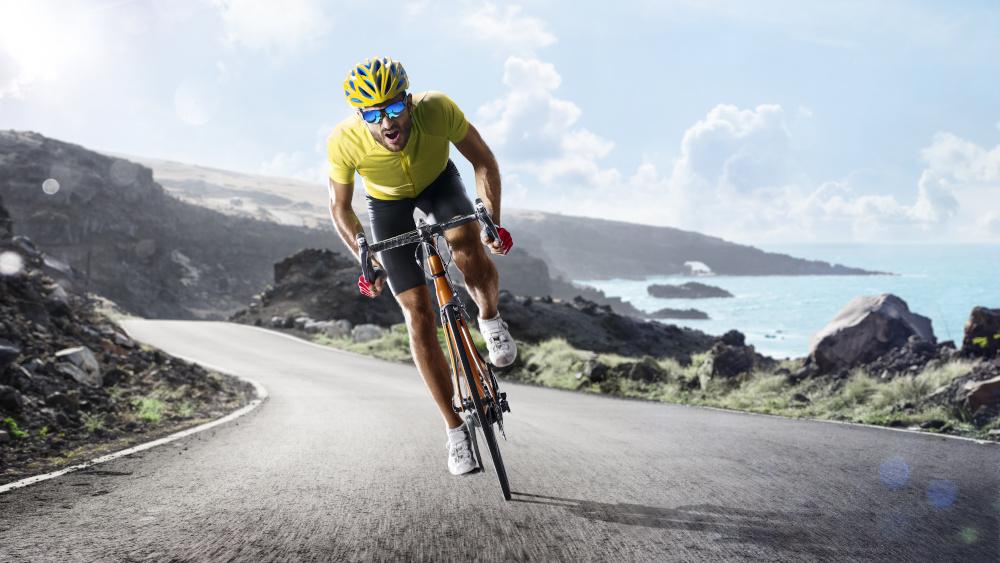 profesjonalny kolarz podczas jazdy na rowerze