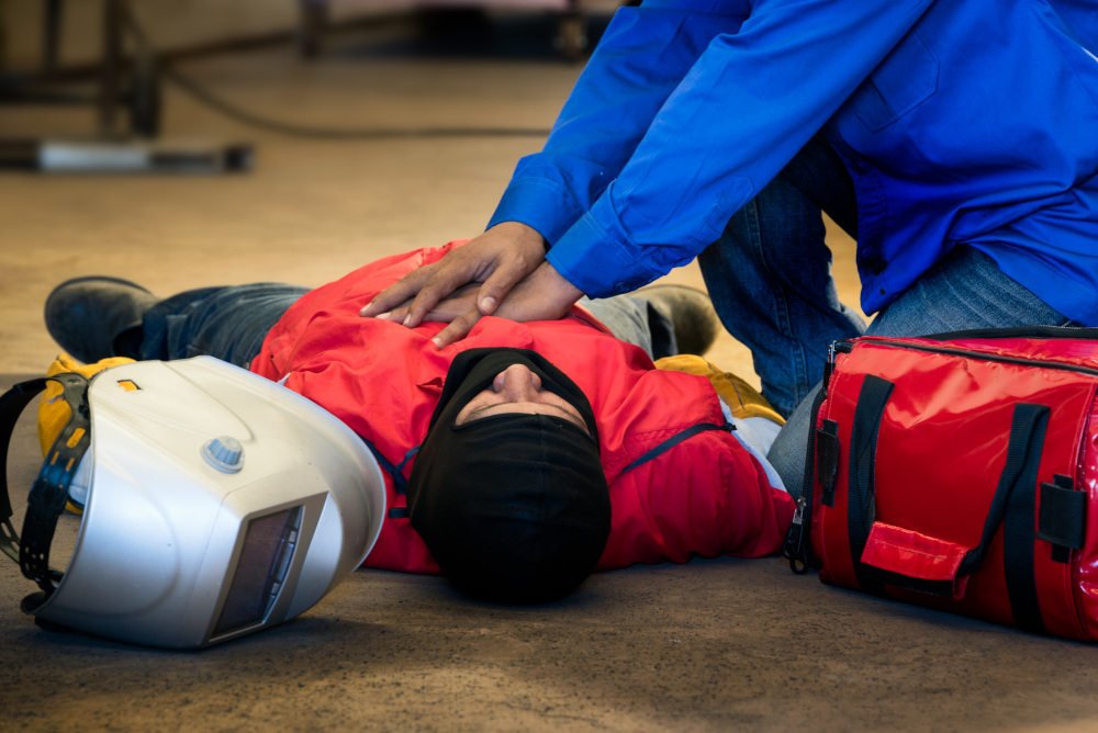 udzielanie pierwszej pomocy pracownikowi